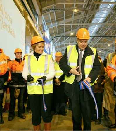 Aluminium production in Reydarfjördur begins... using energy from the national domestic grid!